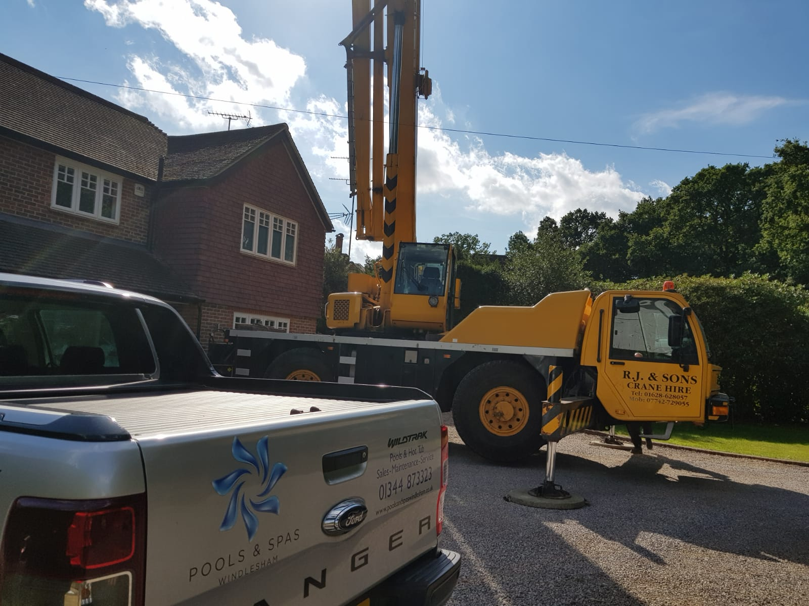 Rj and sons crane hire